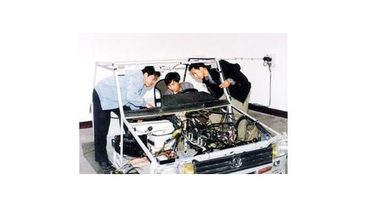 自行研制的桑塔纳轿车空调系统及全车电路模拟教具